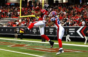 Le CB des Bills à la lutte avec le WR des Falcons