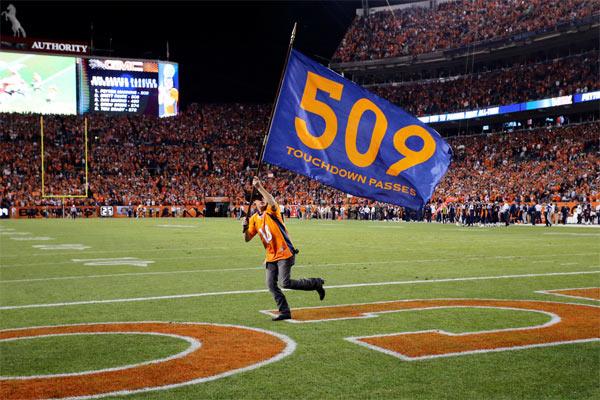 Les Broncos célèbrent le record historique de leur QB