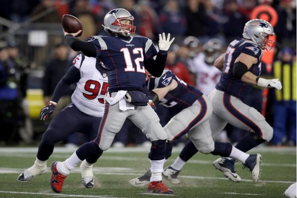 Brady a été secoué par la défense adverse