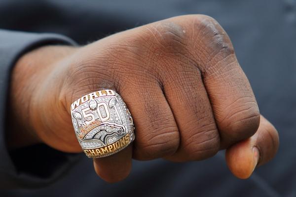 la bague de vainqueur du Super Bowl 50 de Malik JACKSON