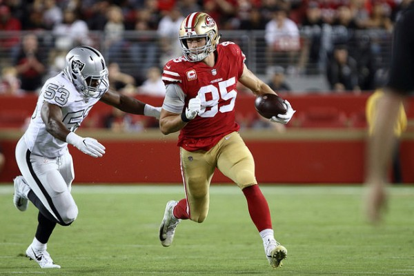 Jason Cabinda au plaquage sur George Kittle