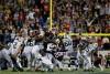 La D Line des Pats bloque le field goal de Nick Folk